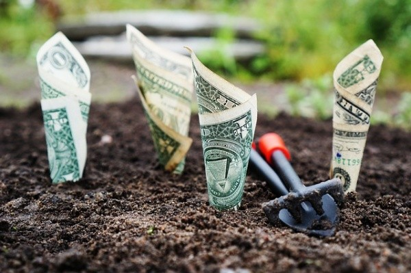 4 Sanity-Saving Ways to Spring Clean Your Financial House