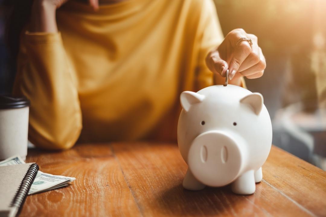 38 Smart Money Saving Infographics